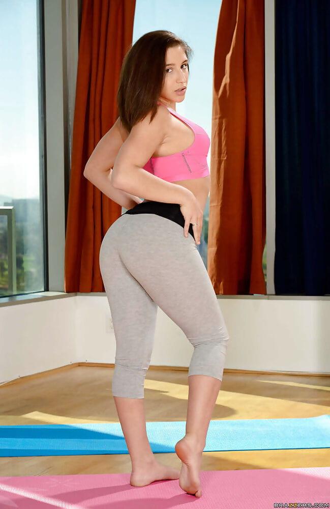 Latin gal babe Abella Danger revealing perspired bawdy cleft below yoga underwear